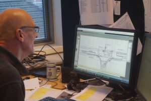 Klaus har 20 års erfaring med programmering af signalanlæg