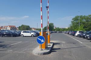 P-plads i Køge med nummerpladeregistrering og bomsystem
