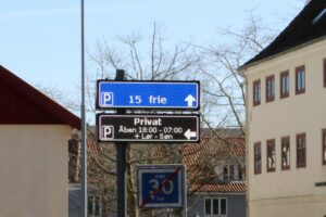 Read more about the article Fuldgrafiske P-tavler i Nyborg viser vej til ledig parkering